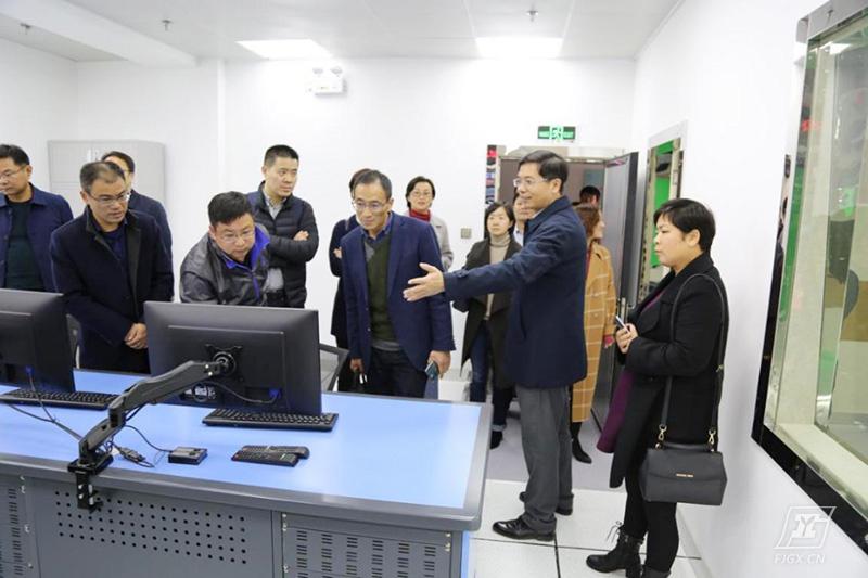 江苏省常州市40余名中小学校长莅临我校参观交流